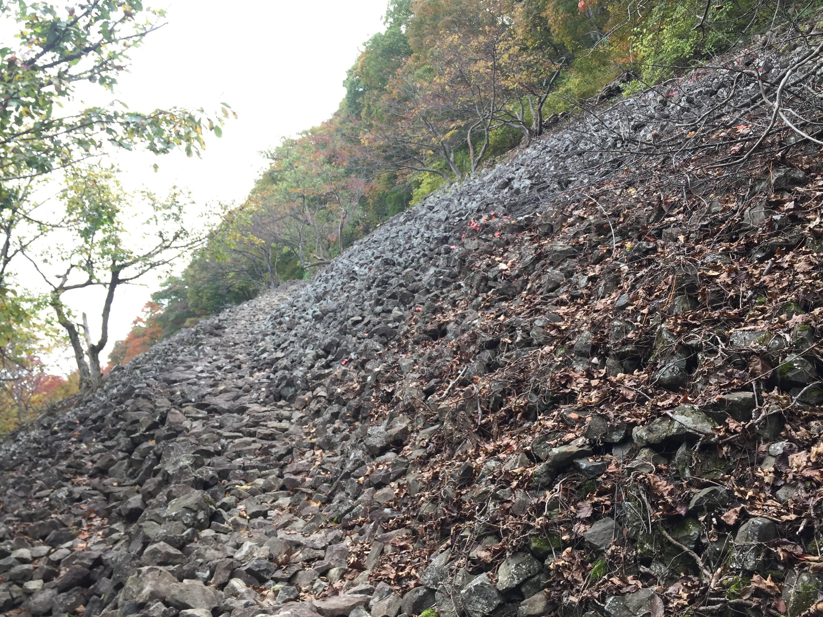 山形百名山 三吉山 登山コース 岩海