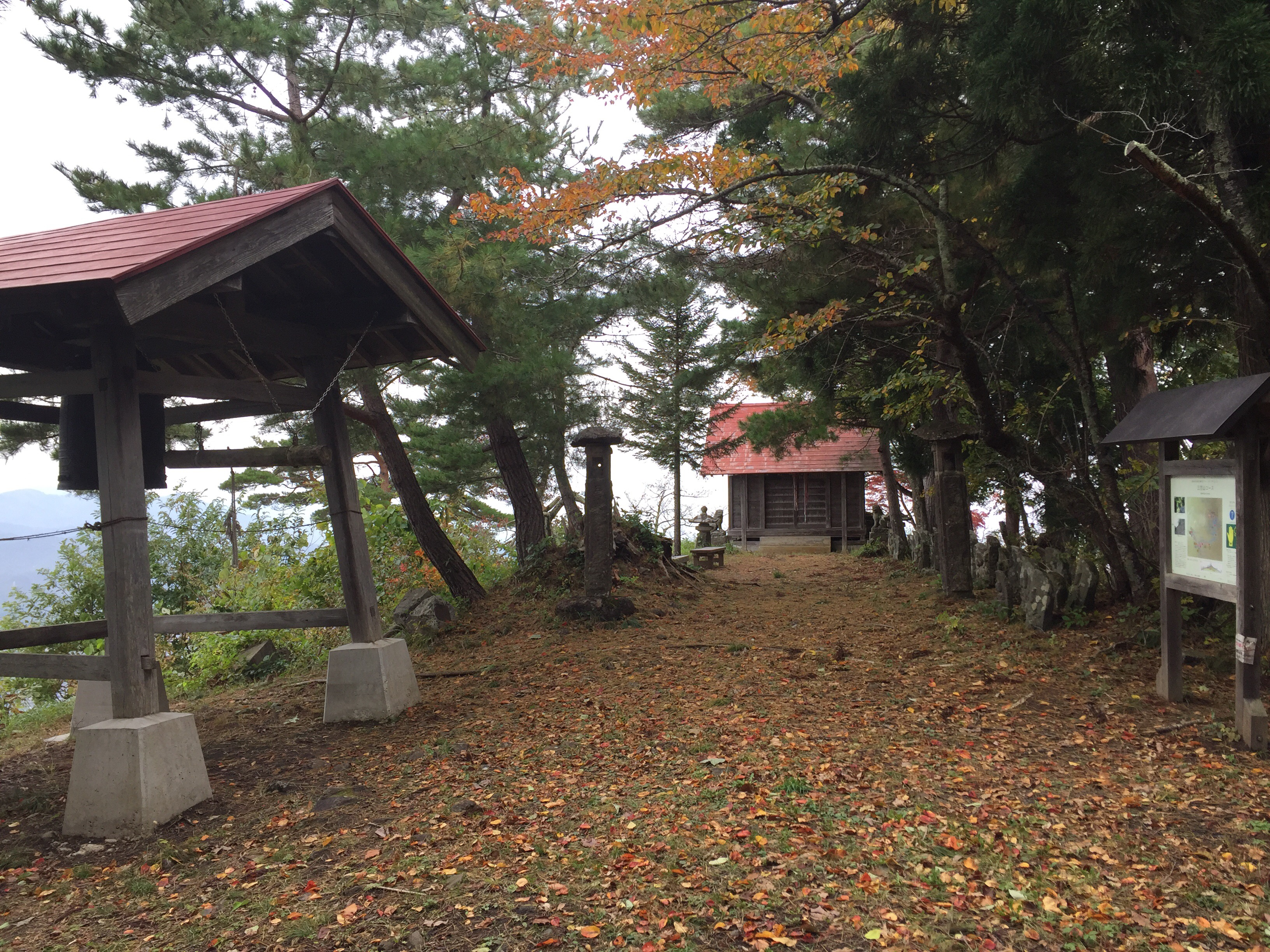 山形百名山 三吉山 山頂 頂上 三吉神社