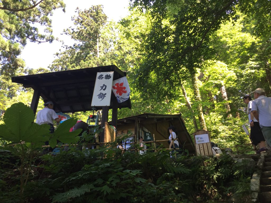 羽黒山 登山道 二の坂茶屋