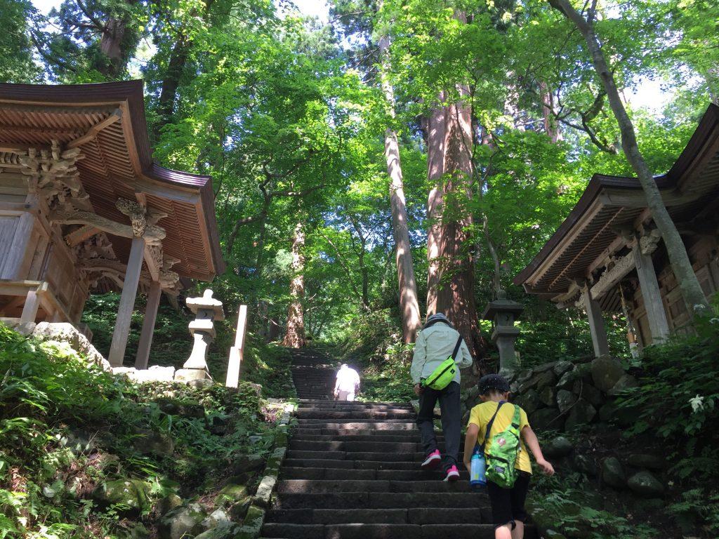 羽黒山 登山道 神社