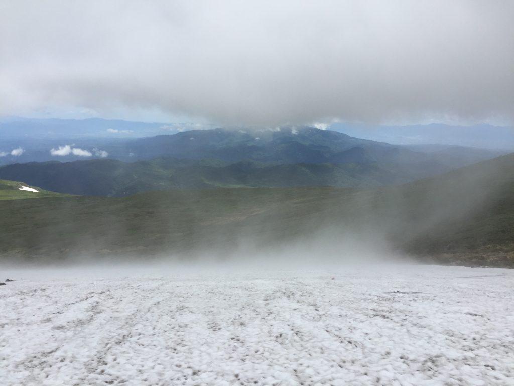 月山 日本百名山 山形百名山 雪渓