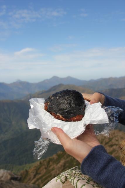 登山の行動食とは?行動食におすすめの食べ物、定番から伝統食、番外編まで