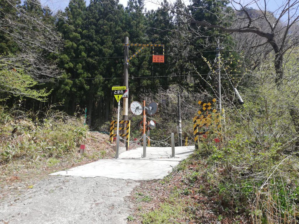 宮城県 鎌倉山 登山道 JR仙山線 踏切
