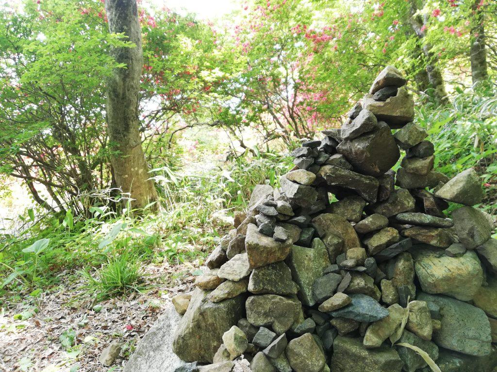 宮城県 徳仙丈山 つつじ祭り ケルン 積み石